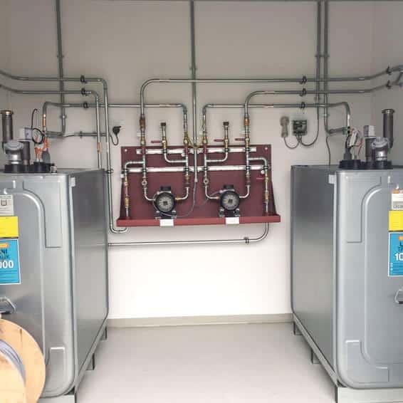 Große Schmierölanlage mit automatischer Schmierölversorgung des BHKWs