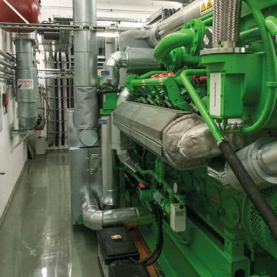 BHKW-Modul fertig installiert im Maschinenraum